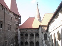 castelul-huniazilor-interior