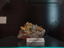 Aur lamelar pe cuart