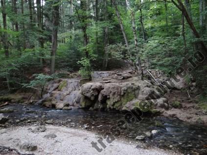 Cascada calcaroasa