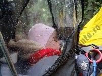 Rucsac transport copii pe munte pe timp de ploaie