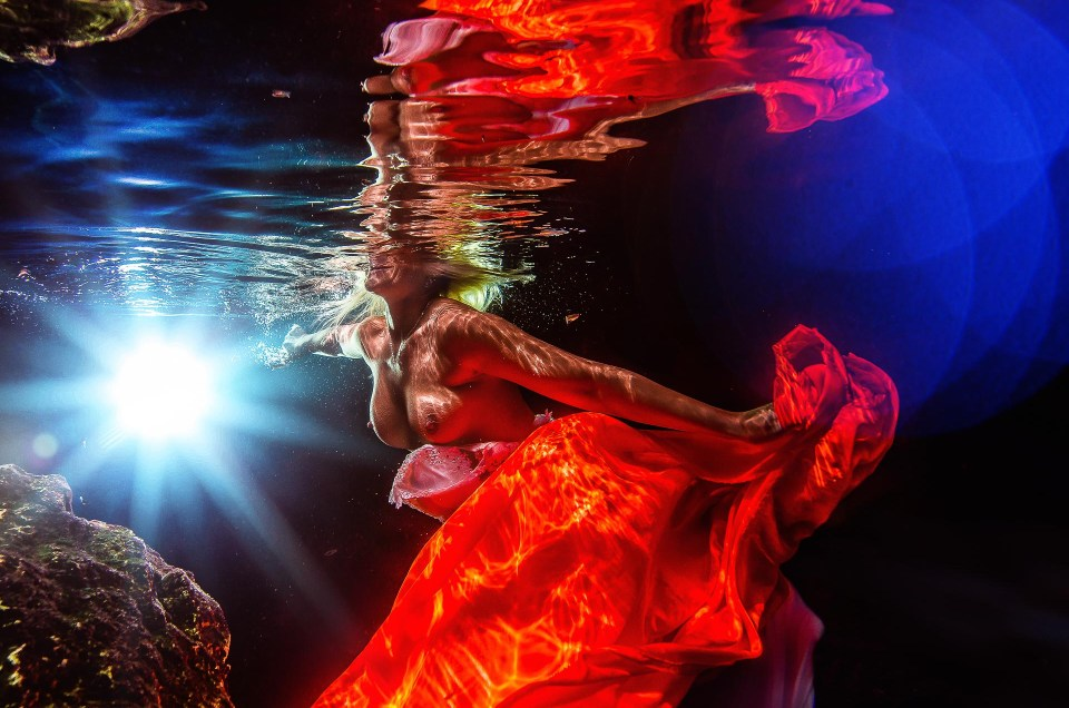Sexy bride Underwater - Trash The Dress - Sebi Messina Photography