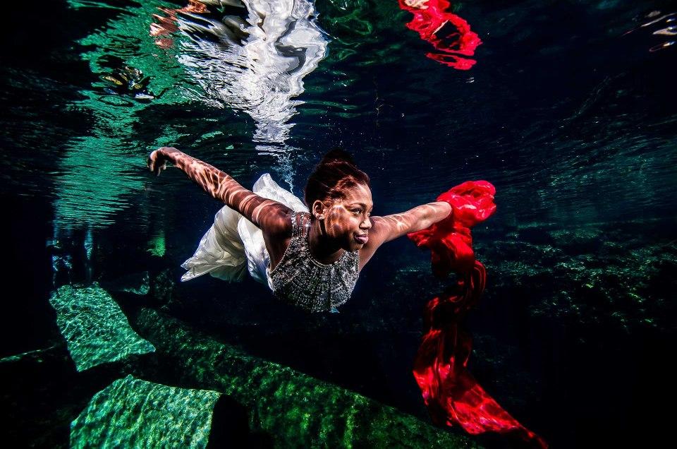 Trash The Dress Mexico Underwater - Sebi Messiina Photography