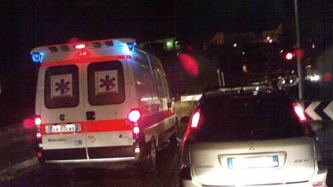 Incidente stradale nella notte a Castiglione del Lago, tre feriti uno in rianimazione