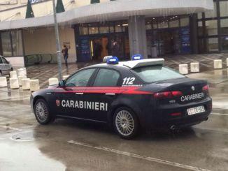 Carabinieri feriti a calci e pugni da un ubriaco, ora è ne carcere di Capanne
