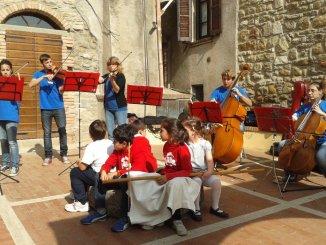 Tuoro, Centocinquanta giovani musicisti invadono il borgo