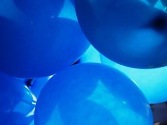 Autismo, passeggiata con i palloncini blu, Città della Pieve partecipa alla giornata