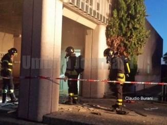 Esplosione nella notte, a Castiglione del Lago fanno saltare postamat ufficio postale