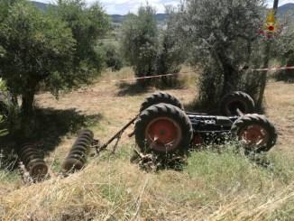 Si ribalta trattore, muore agricoltore a San Feliciano di Magione