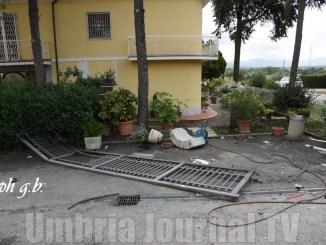 Muore Nicola Battaglini, aveva 23 anni, incidente stradale a Montebuono di Magione