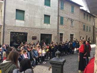Piegaro, la panchina 'scomoda' inaugurata in Piazza Matteotti