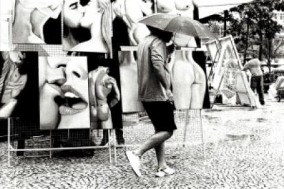Rio_ArtFair_Rain_Kiss