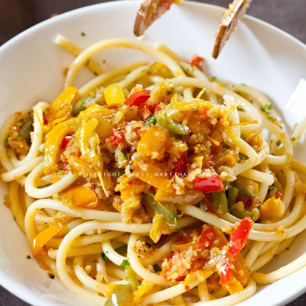 Capellini Al Forno Giada spaghetti con mollica di pane mandorle e olive