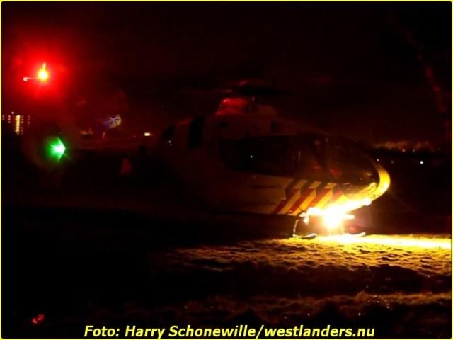 Auto op zijn kop te water aan de Haakweg147-BorderMaker