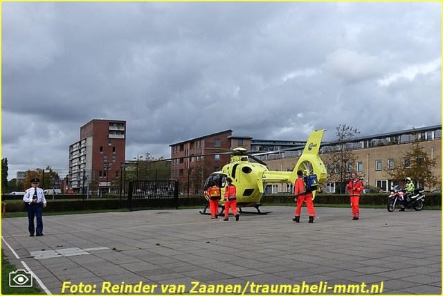 2014 10 20 RVZC20102014_Traumaheli_01_Drenkeling_uit_het_water_gehaald_Kagelinkkade_Amsterdam_Zuidoost (2)-BorderMaker