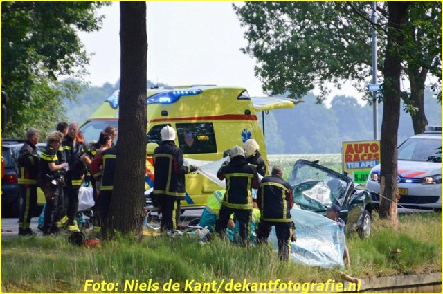 2015 07 04 ter apel Automobilist te water na ongeval-1 (2)-BorderMaker