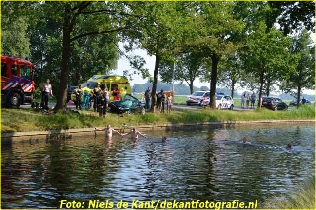 2015 07 04 ter apel Automobilist te water na ongeval-1 (5)-BorderMaker