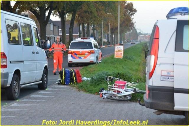 Busje botst met fietsster Leek-9-BorderMaker