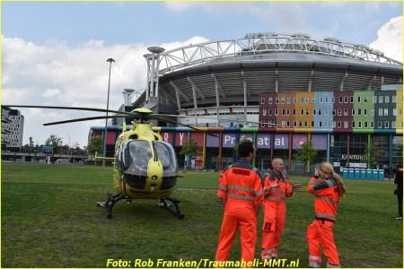 MMT met Lifeliner1 geland bij Amsterdam Arena
