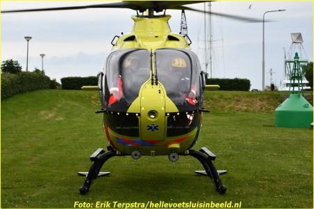 Traumahelikopter landt op Kanaalweg Oostzijde...