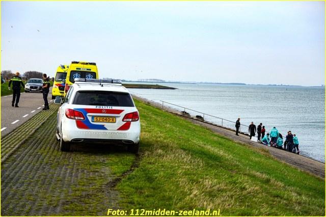 Traumahelikopter_ter_plaatse_voor_persoon_te_water_in_Wemeldinge (5)_resized-BorderMaker
