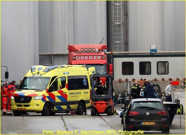 20-12-28 Prio 1 Ongeval - Ijsseldijk-West (Ouderkerk a.d. IJssel) (4)-BorderMaker