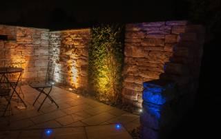 Santuro Mauer mit Bodeneinbaustrahler
