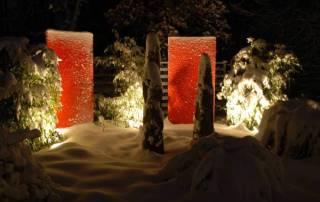 rote Resopalplatten beleuchtet