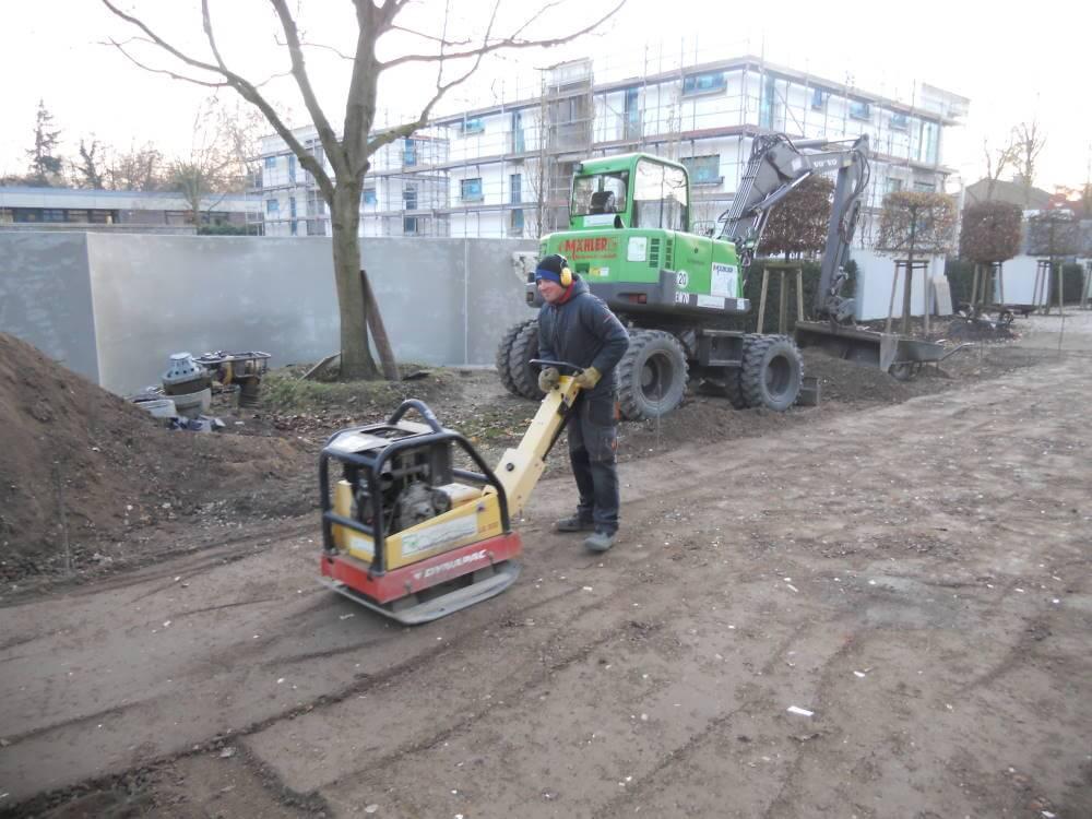 Das Herstellen von Unterbau für Pflasterflächen