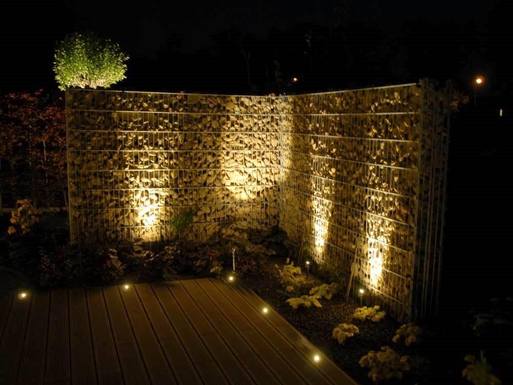 Der Steinzaun mit LED-Beleuchtung