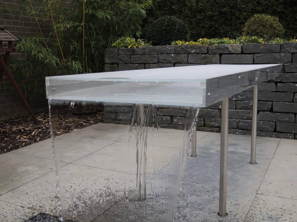 Der erste Testlauf des Wassertisch aus Plexiglas