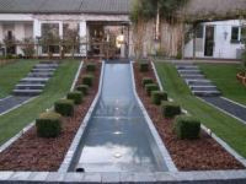 geometrische Garten mit Wasserrutsche