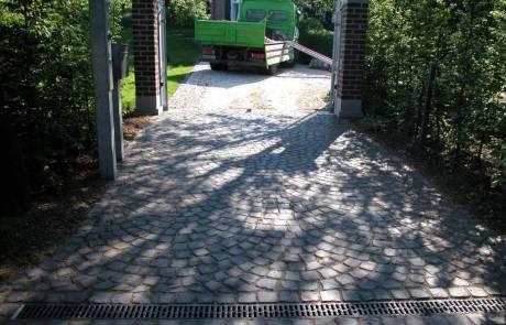 Basaltpflaster Größe: 7/9 cm im Schuppenverband