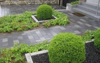 Hauszugang aus Betonsteinpflaster grau-anthrazit