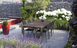 Steinkörbe als Sicht-und Lämrschutz für eine Terrasse