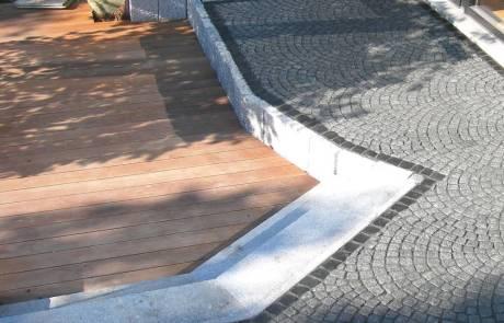 Terrasse aus Ipe mit Granit kombiniert