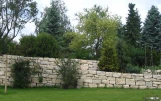 Natursteinmauer aus einem Dietfurter Kalkstein