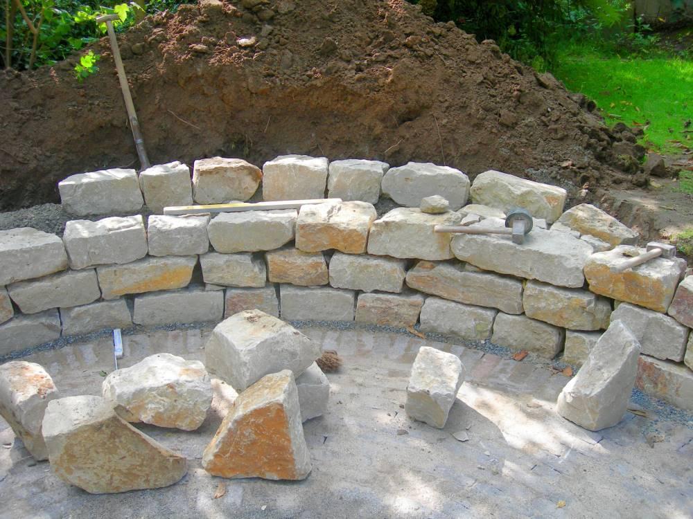 Natursteinmauer bauen