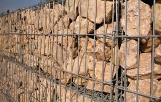 Steinkorb / Gabione mit ebenbührender Sandsteinfüllung