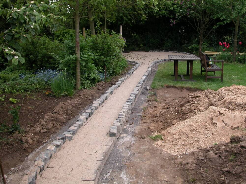 Wegebau naturnaher Garten