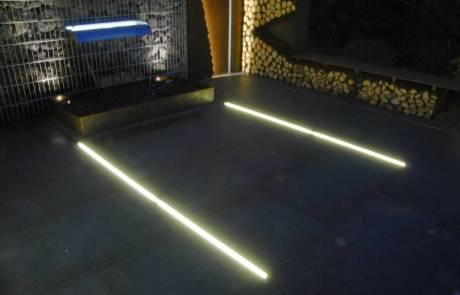 Lichtlinien in Terrasse