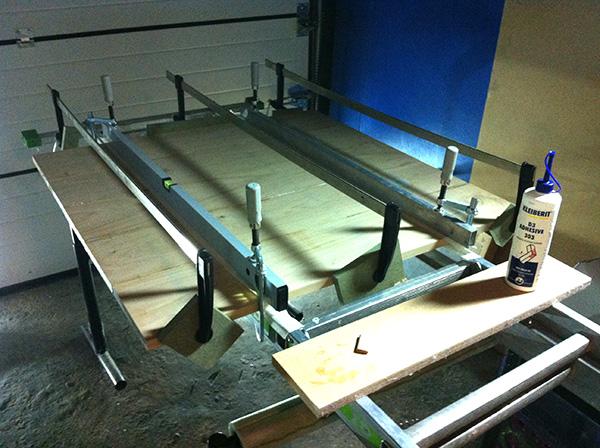 Travailler le bois table chêne Kleiberit