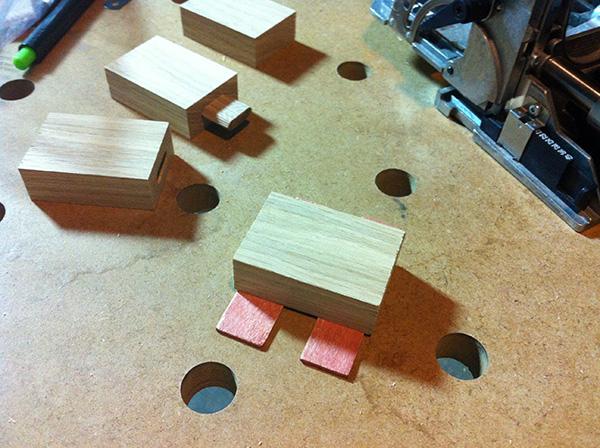 Travailler le bois table chêne taquet Domino