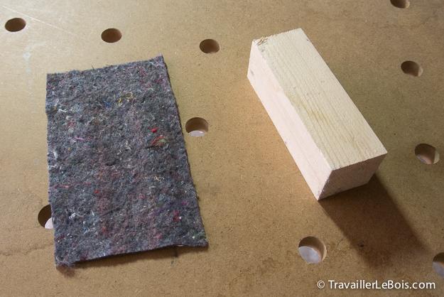 Tasseau de bois et morceau de feutre