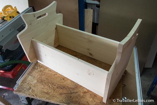 fabrication d 39 un lit de poup e en bois. Black Bedroom Furniture Sets. Home Design Ideas