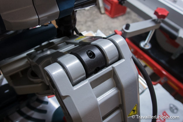 Scie à onglets radiale Bosch GCM 12 GDL