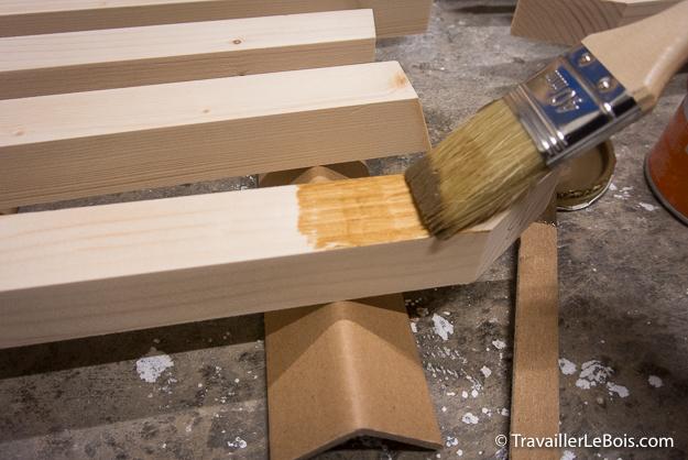 Un sapin de Noël en bois contemporain