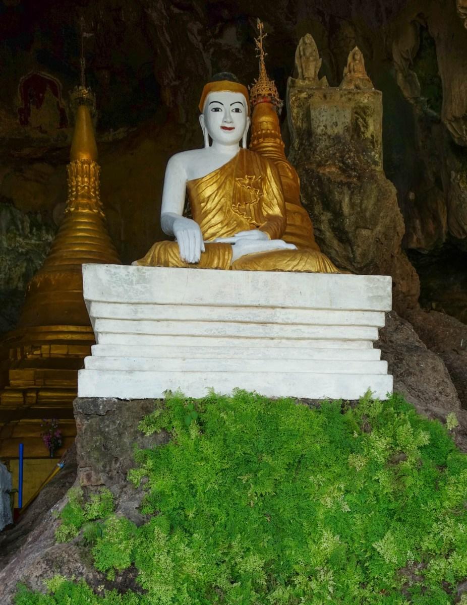 Buddha in Ya-The-Byan Cave close to Hpa-An