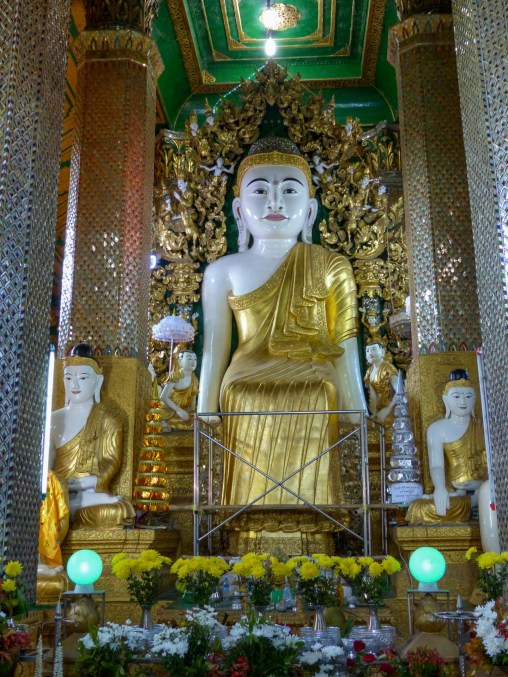 Buddha statue in a temple close to Mawlamyine