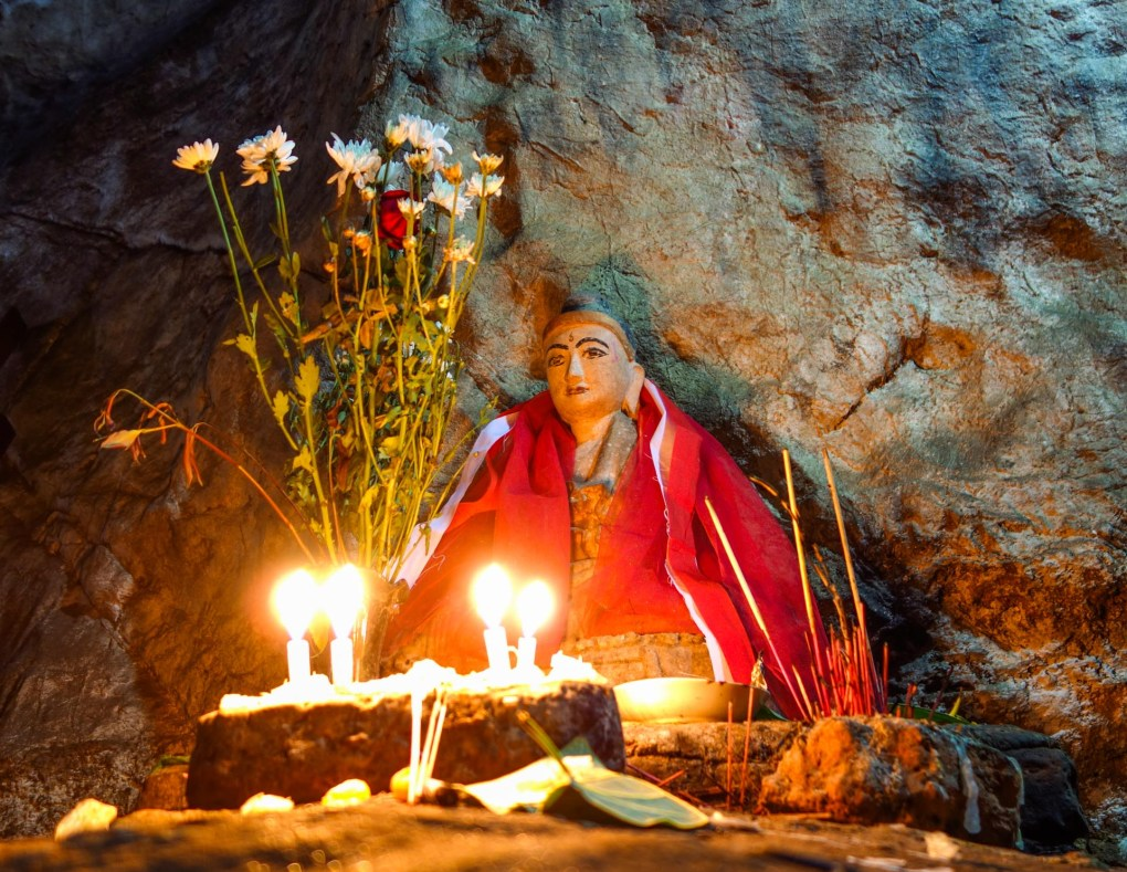 Buddhist shrine in Kha-Yon Cave near Mawlamyine