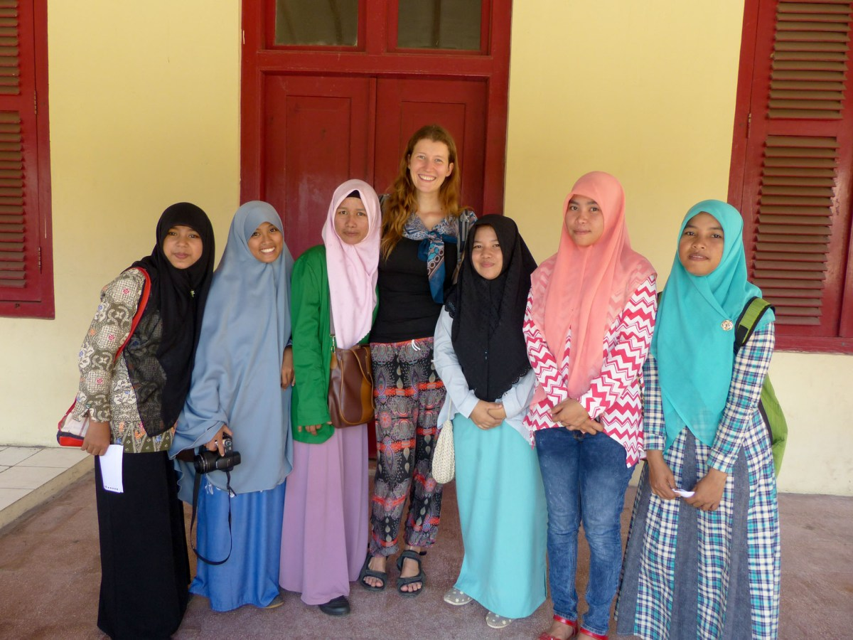 Makassar - Maria with English students Christian Jansen & Maria Düerkop